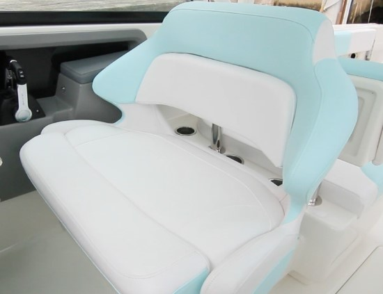 Robalo R317 helm seat