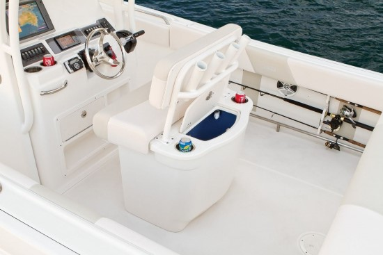 Robalo R242 leaning post