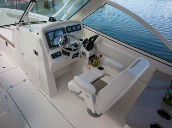 Sailfish 275DC helm controls