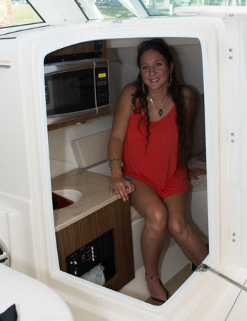 Sailfish 325 DC cabin headroom