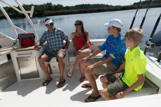 Sailfish 325 DC family friendly