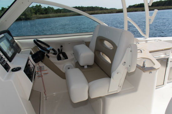 Sailfish 325 DC helm seat