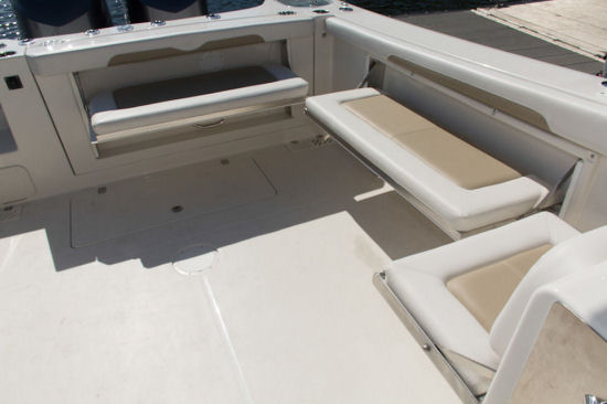 Sailfish 325 DC seating