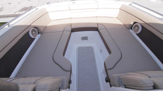 Sea Ray 270 Sundeck bow area