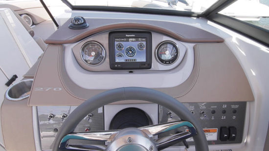 Sea Ray 270 Sundeck helm