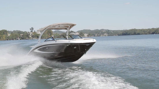 Sea Ray 270 Sundeck running shot