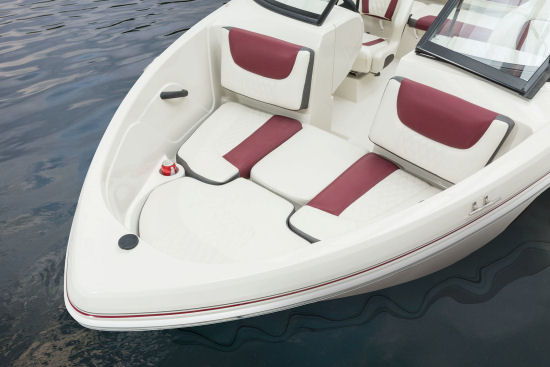 Tahoe 450 TS Outboard bow filler cushion