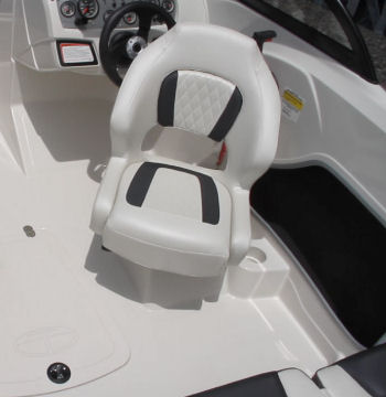 Tahoe 450 TS Outboard helm seat