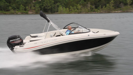 Tahoe 450 TS Outboard running shot