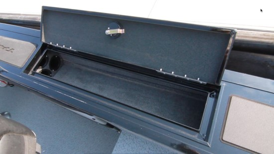 Tracker Targa V-19 WT rod storage