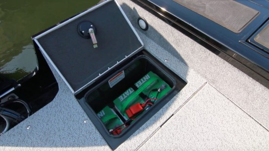 Tracker Targa V-19 WT port aft battery