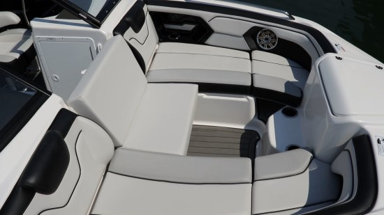Yamaha 212 Limited S bow seats