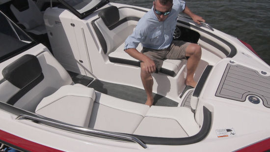 Yamaha 242 Limited S E-Series bow seating
