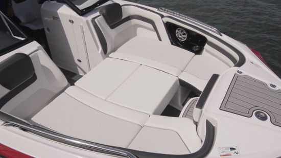 Yamaha 242 Limited S E-Series bow sundeck