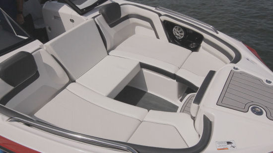 Yamaha 242 Limited S E-Series three across seating