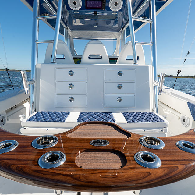 Front Runner 39 CC Stern table