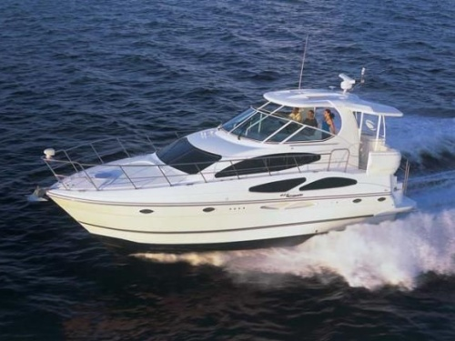 Cruisers Yachts 415 Express Running