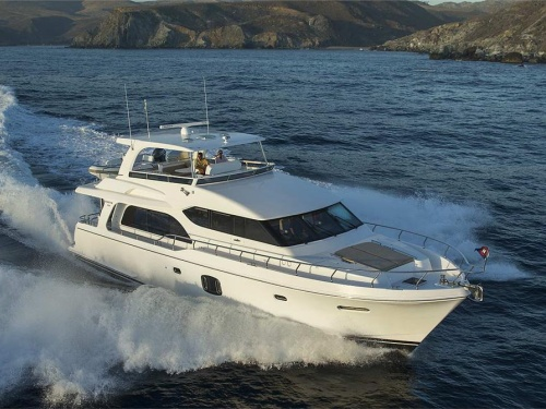 hamptonyachts_e650pilothouse_home_17.jpg