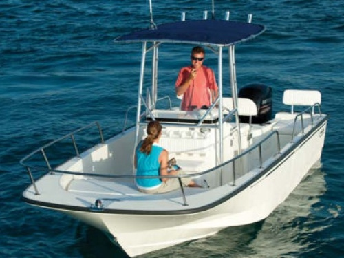 bostonwhaler_210montauk12_waterline.jpg
